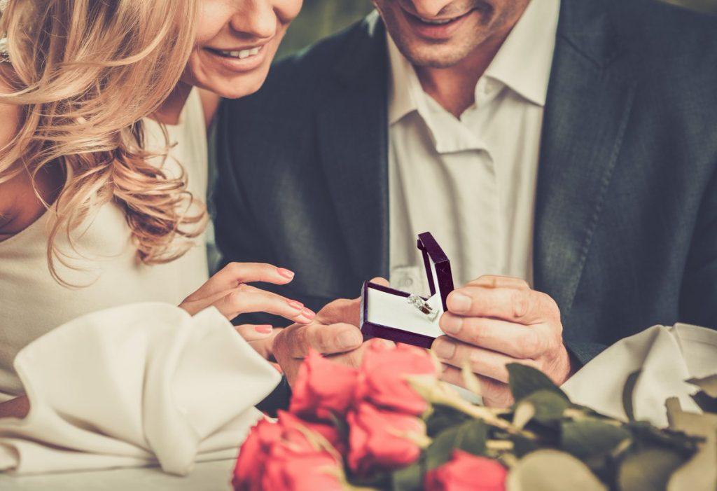 Un anello per lei: meglio un anello solitario oppure un anello trilogy o un anello veretta?