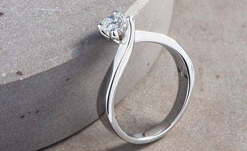 Il solitario: breve guida alla scoperta dell'anello simbolo del matrimonio