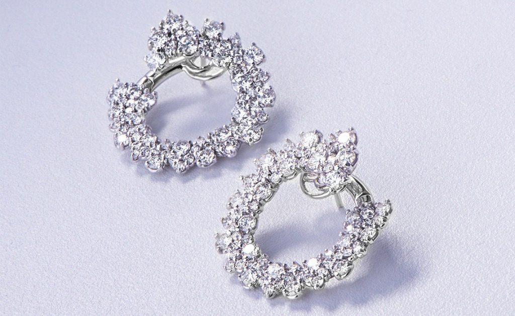 Orecchini con diamanti: la tua eleganza brilla ancora di più