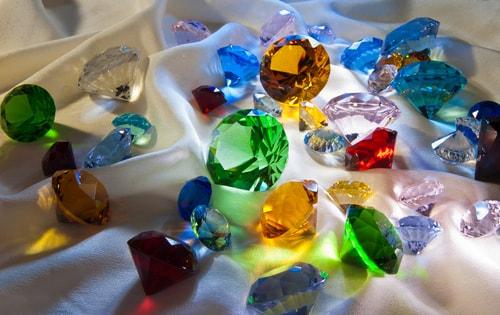 Piccola guida al significato delle pietre preziose