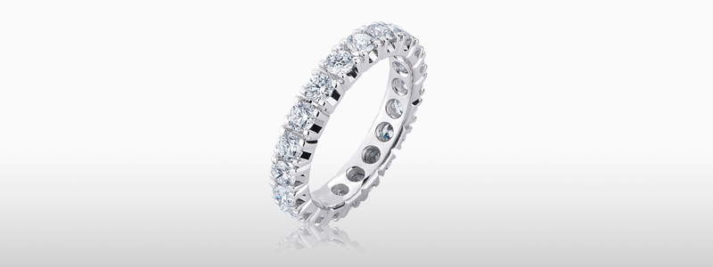 FEDI-110BB-anello-eternity-a-griffe-in-oro-bianco-18k-con-diamanti-gioielli-di-valenza