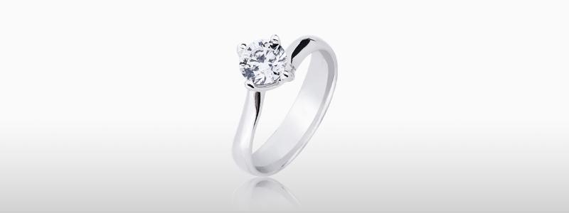 SO16090BB-solitario-griffe-a-quattro-punte-in-oro-bianco-18k-con-diamante-gioielli-di-valenza-
