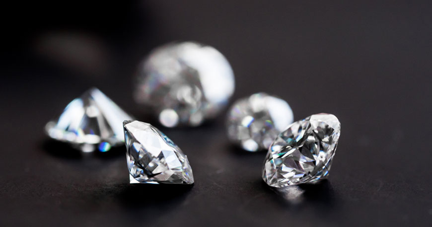 Le 4 C dei diamanti: carati, taglio, purezza e colore