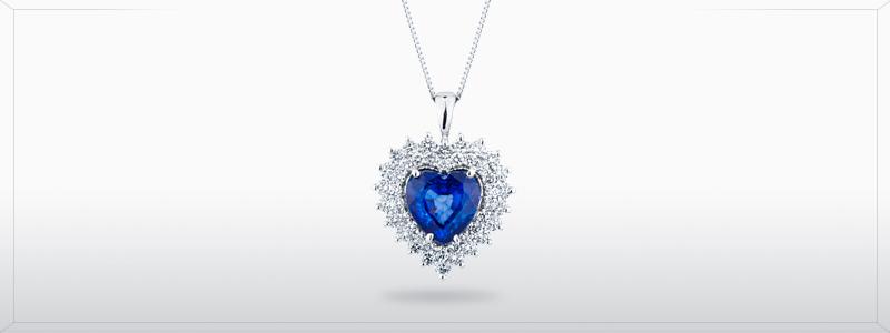 CCONZ-BC-collana-in-oro-bianco-18k-con-cuore-in-zaffiro-blu-e-diamanti-gioielli-di-valenza