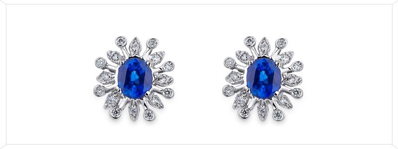 ORN2581BBZ-Orecchini-in-oro-bianco-18k-con-fiori-in-zaffiro-blu-e-diamanti-gioielli-di-valenza