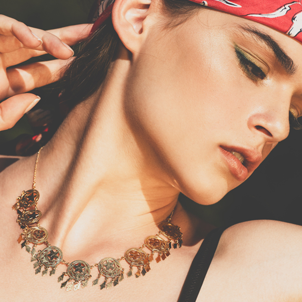 MF00078LIN-foto-modella-collane-collezione-gipsy-gioielli-di-valenza