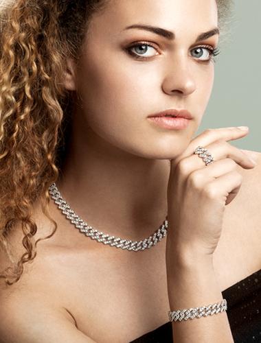 modella-collezione-cuban-link-bracciale-anello-collana-gioielli-di-valenza
