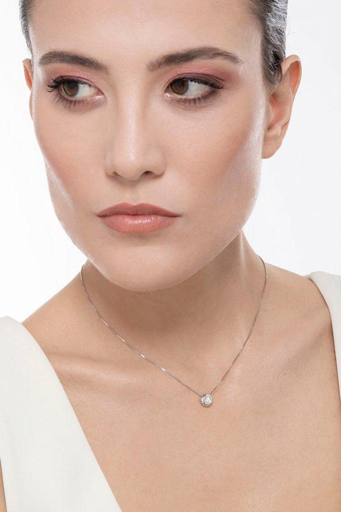 PU01020BB-Collana-Punto-Luce-in-oro-Bianco-18k-con-diamante-carati-gioielli-di-valenza