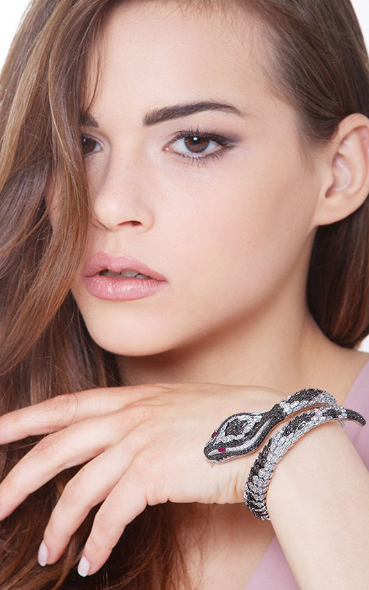 POBR2608BBN-gioiellidivalenza-bracciale-oro-bianco-18k-serpente-diamanti-bianchi-neri-rubini